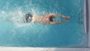 ellenáramoltatós medence